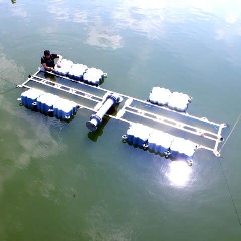 Wasserleinwände lassen Ihr Logo in mitten eines Teichs/Sees erscheinen