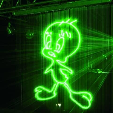 Laserprojektionen auf Wasserleinwänden