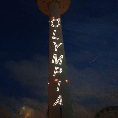 Logoprojektion Olympia auf Fernsehturm