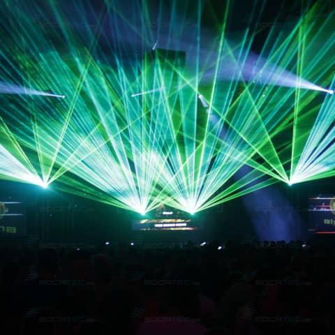 schöne Multimedia-und Pyroshow auf den Pioneer Alpha 2014