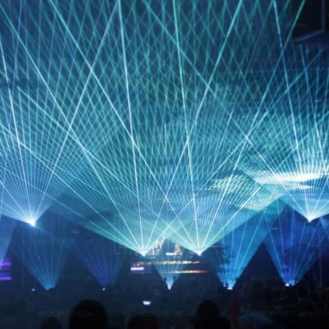wunderschöne Multimedia-und Pyroshow auf den Pioneer Alpha 2014