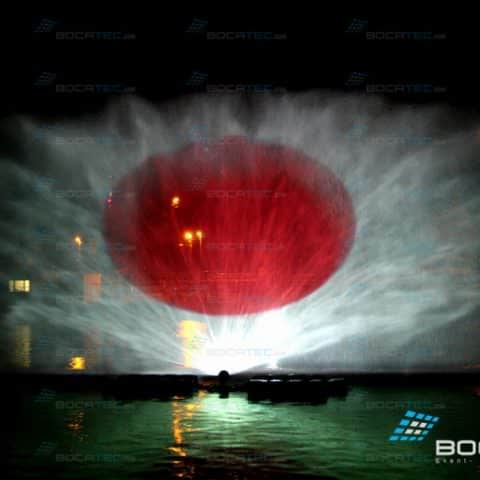 Wasserleinwand mit Projektion der Japanischen Flagge