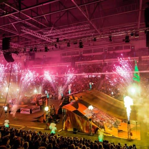 035_3083_lasershow für events mit pyrotechnik