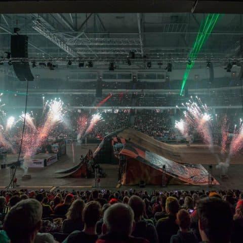 040_3139_lasershow für events mit pyrotechnik