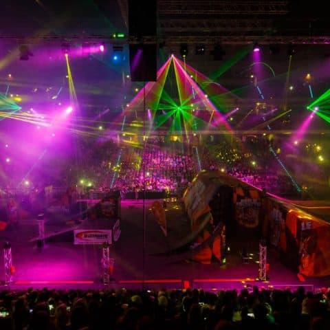 054_3207_lasershow für events mit pyrotechnik