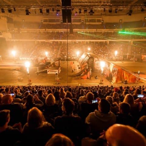 056_3220_lasershow für events mit pyrotechnik