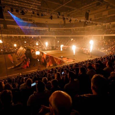 059_3227_lasershow für events mit pyrotechnik
