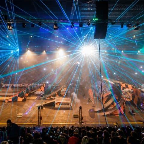 067_3314_lasershow für events mit pyrotechnik