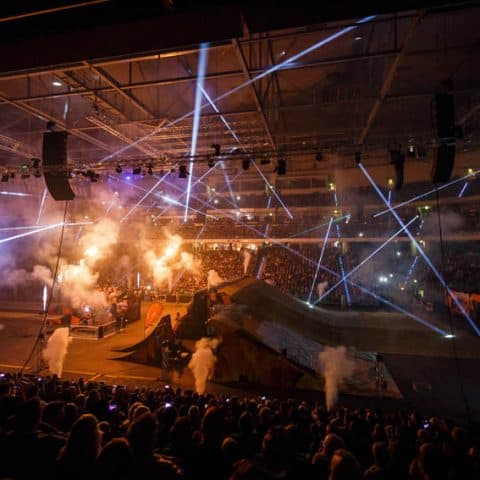 079_4103_lasershow für events mit pyrotechnik