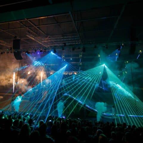081_4104_lasershow für events mit pyrotechnik
