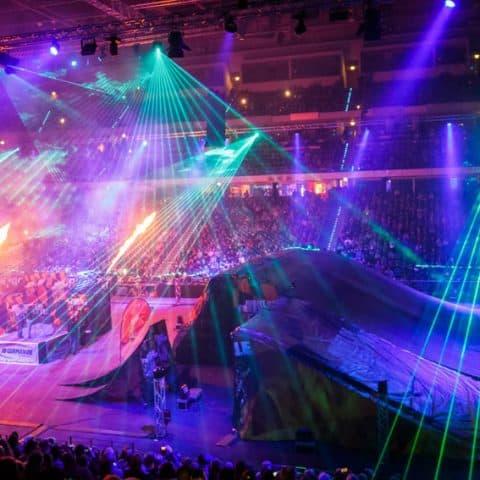 083_4128_lasershow für events mit pyrotechnik