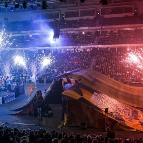 085_4140_lasershow für events mit pyrotechnik