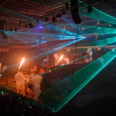 089_4195_lasershow für events mit pyrotechnik