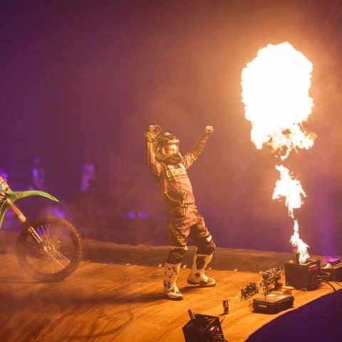 090_4341_lasershow für events mit pyrotechnik