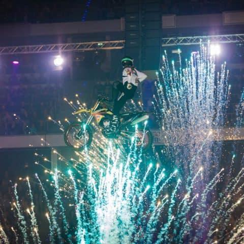 093_4482_lasershow für events mit pyrotechnik