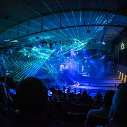 Lasershow trifft auf Spezialeffekte