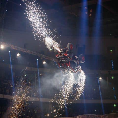 099_4763_lasershow für events mit pyrotechnik