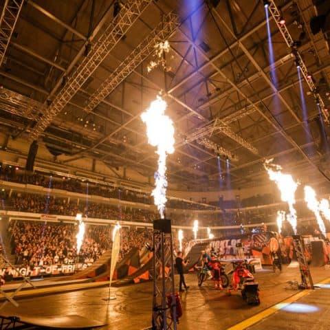 100_4773_lasershow für events mit pyrotechnik
