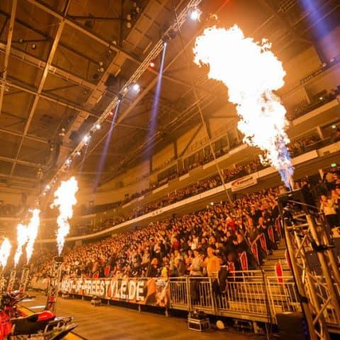 163_4774_lasershow für events mit pyrotechnik
