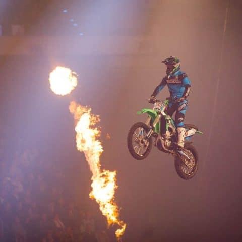 173_4262_lasershow für events mit pyrotechnik