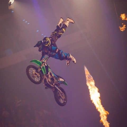 182_4291_lasershow für events mit pyrotechnik