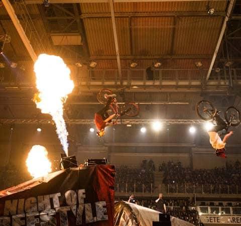 Indoor Flamer auf der Night of Freestyle