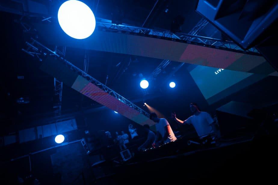 Kinetic-LED-Ball-mieten-(3)