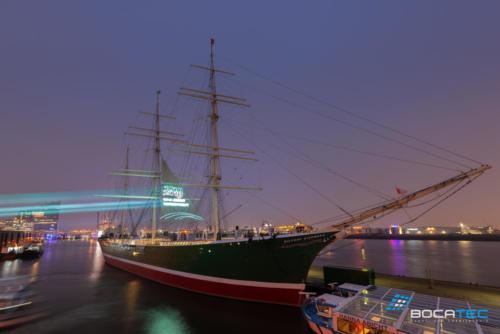 Laserprojektion auf Schiff